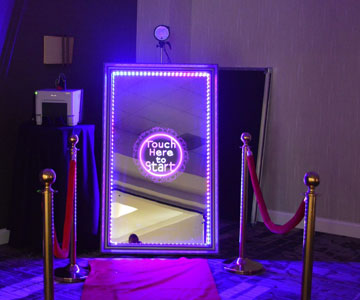 mirror photo booth hire in Melbourne