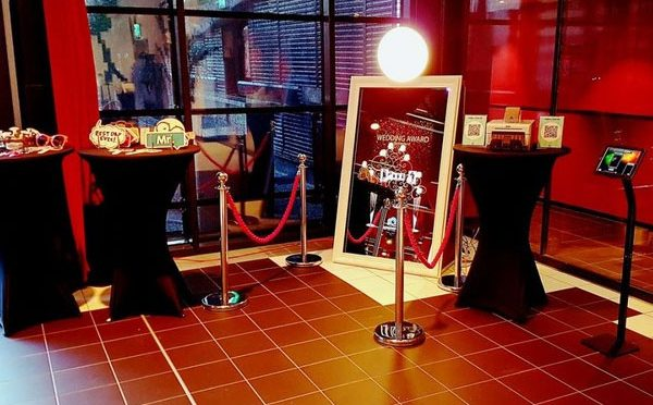 A Few Reasons behind the Rising Popularity of the Mirror Photo Booths